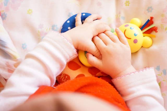 Begini Caranya Mendampingi Bayi Bermain Agar Perkembangan Otaknya Terstimulus dengan Baik