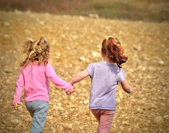 Cara Mengatasi Biang Keringat pada Anak Secara Alami dengan Mudah