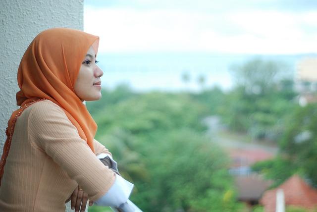 Tutorial Jilbab Segi Empat Sederhana yang Cantik dan Elegan