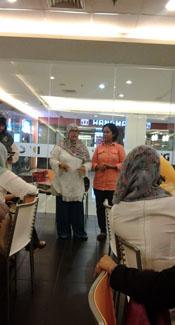 Miskomunikasi antara mak icoel dan makpuh perihal Srikandi Blogger 2014