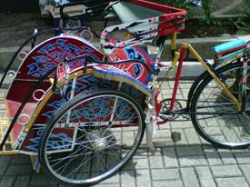 motif mega mendung menghiasi becak yang ada di Museum Tekstil Indonesia :D...cantiiik ya...
