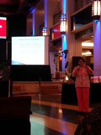 dr. Martha Roida Manurung dalam paparannya tentang kanker payudara