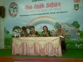 Foto keempat pembicara. Dokumentasi mak Ety Abdoel