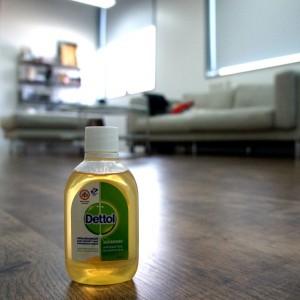 #100PersenYakin lantai rumah bersih dengan Dettol Antiseptik Cair Foto: Dok. Fanpage Dettol Indonesia
