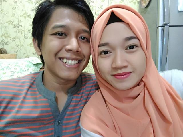 Foto Dengan Suami