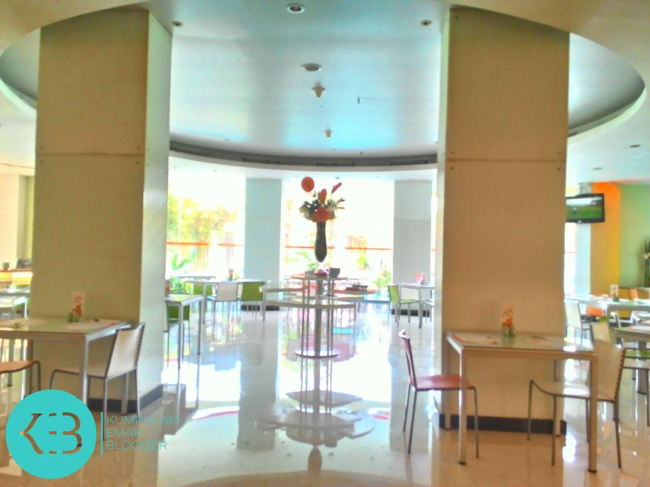 Tanpa rempong, tinggal klak-klik, duduk manis di salah satu resto Hotel Bintang ini bukan lagi hal ribet & sulit.