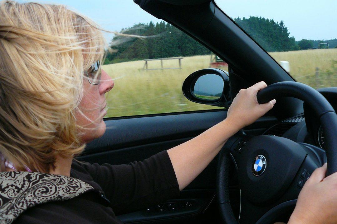 Mengendarai Motor Ataupun Mobil Bagi Perempuan Tidak Semudah Laki-laki, Benarkah?