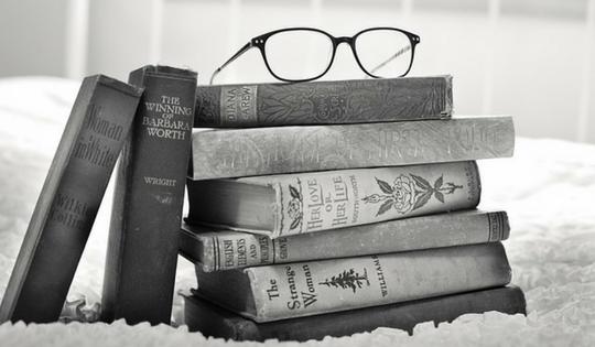 Tips Menulis Resensi Buku/Film