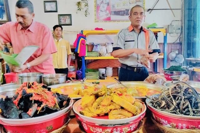 Jalan-jalan ke Sumatera Barat, Makan Apa yang Enak? - Nasi Kapau