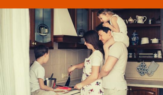 Belajar di Rumah, Sekalian Ajak Si Kecil Terlibat dalam Pekerjaan Domestik