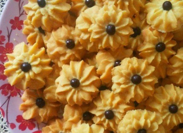 kue semprit bunga