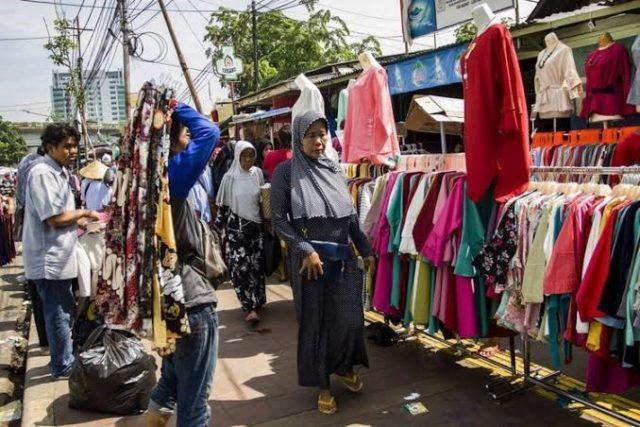 Belanja di Pasar Tanah Abang, Tak Cukup Bawa Dompet Tebal