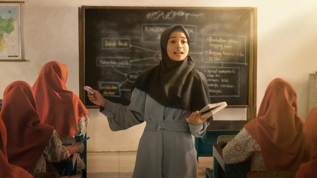 Review Film Layla Majnun : Tentang Perjodohan dan Cowok yang Jadi Bucin